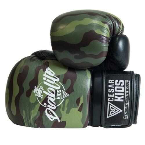 guante de Boxeo para niños césar contact militar camo en vista frontal